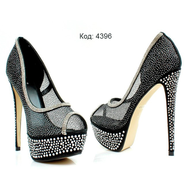 Шикарная обувь со стразами фото